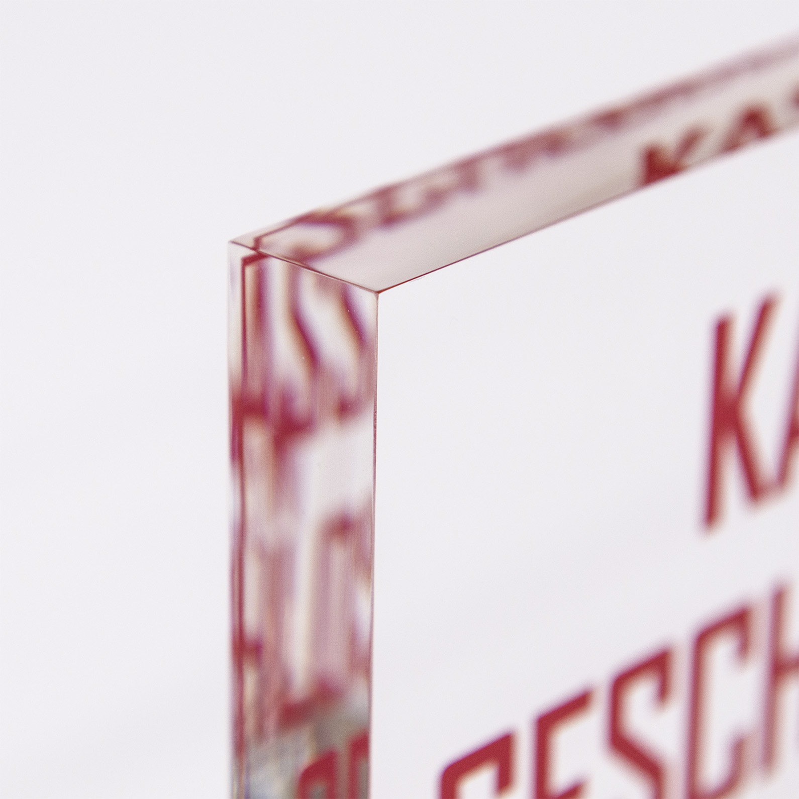 Der rückseitig angebrachte 5C Digitaldruck ermöglicht in einen funkelnden Auftritt ihrer Werbe-Botschaft.