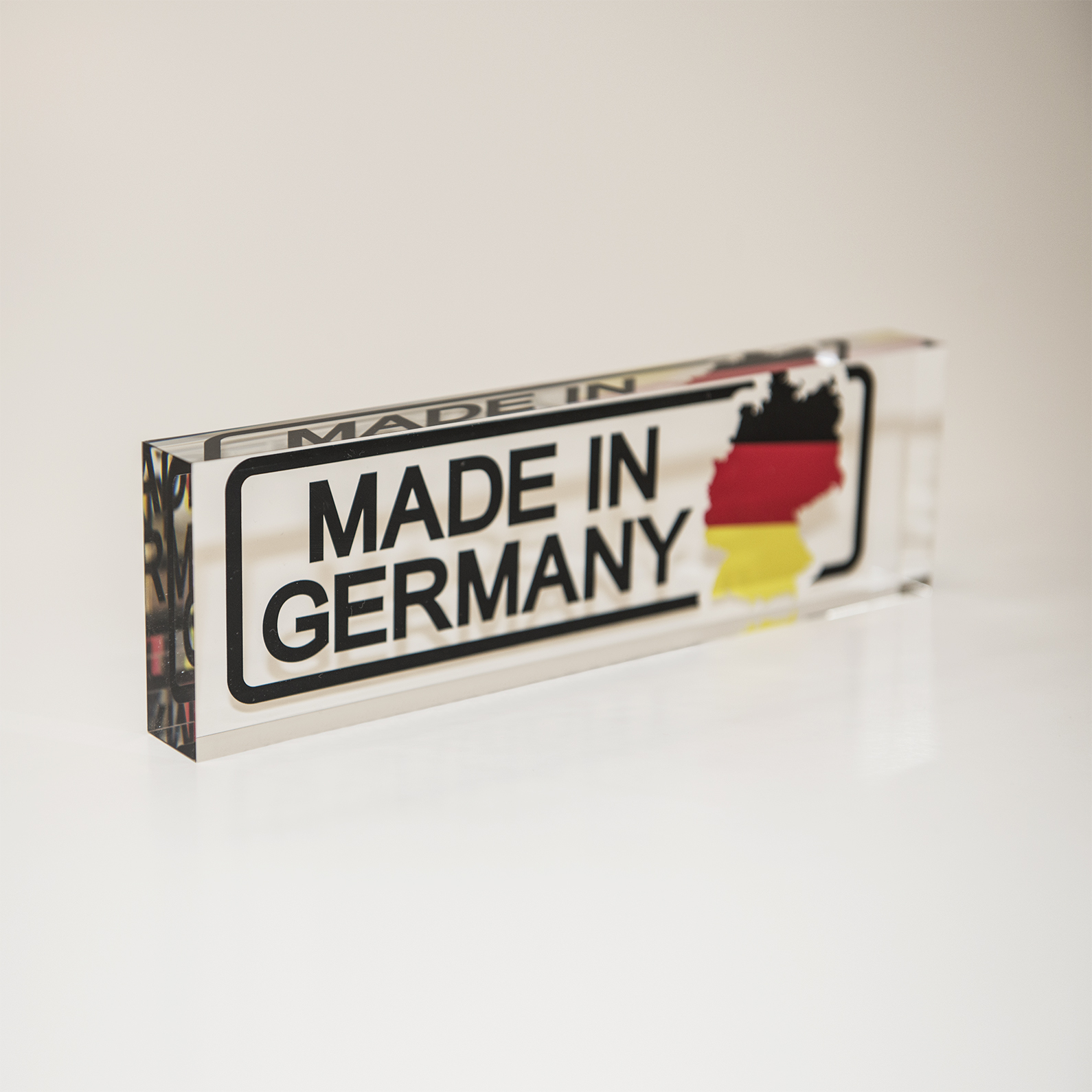 Marken Acrylglas der Marke PLEXIGLAS® - Made in Germany.