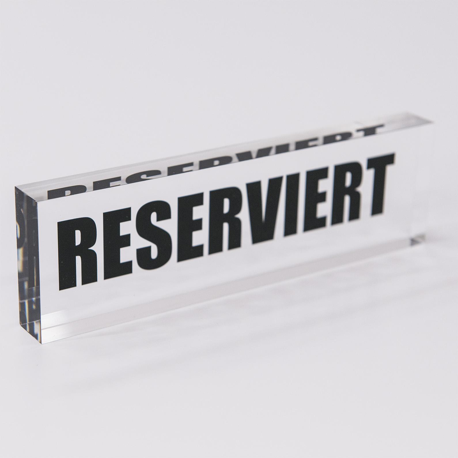 Der Acrylblock ist ebenso eine Präsentationshilfe für Luxusartikel und Lebensmittel.