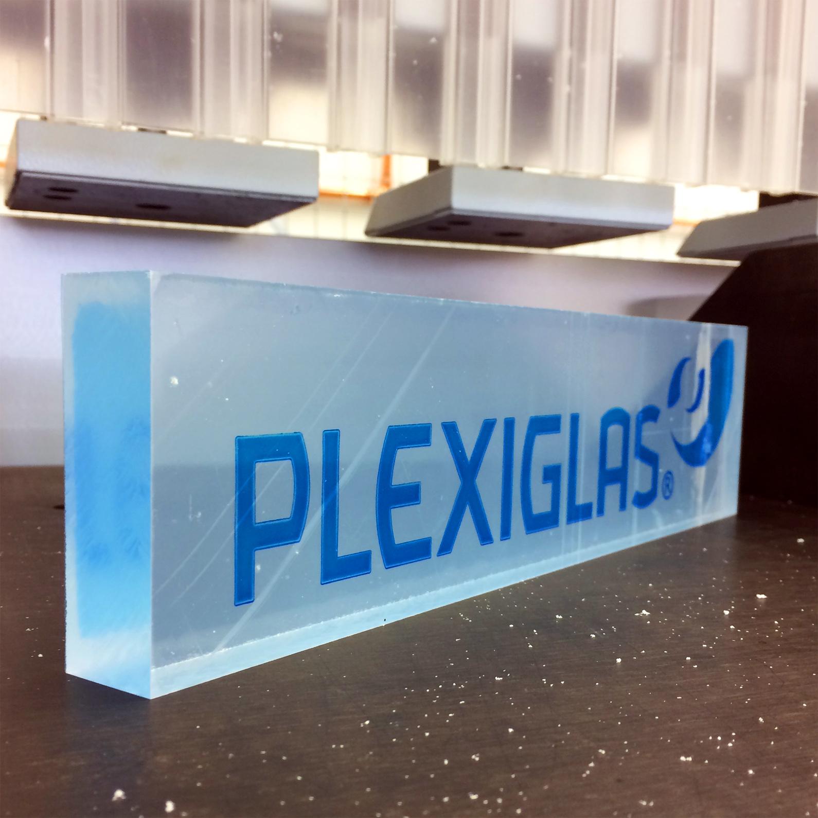 Acrylblock der Marke PLEXIGLAS® - mit 30 Jahren Garantie auf das Vergilben